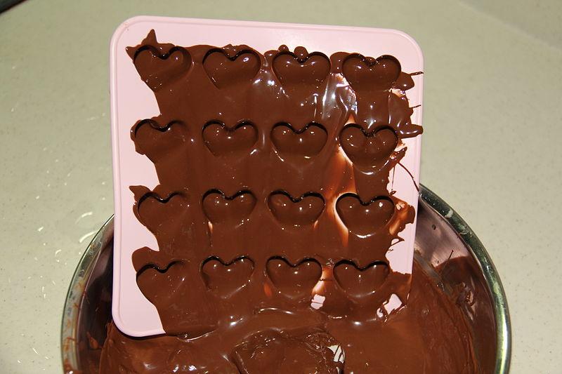 800px-Making_Earl_Grey_Chocolate_1